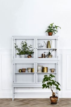 7 different way to indoor plants decoration ideas in living room grey glass cabinet for plant . Retro Home Decor, Cheap Home Decor, Diy Home Decor, Decoration Inspiration, Interior Inspiration, Decor Ideas, Room Inspiration, Room Ideas, Home Interior