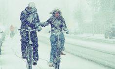 In the Netherlands most people use their bikes even in winter. Weer of geen weer, wij gaan op de fiets. Winter Day, Winter White, Winter Season, Winter Christmas, Koh Tao, Winter Wonderland, Cycling, Blues, Amish Recipes