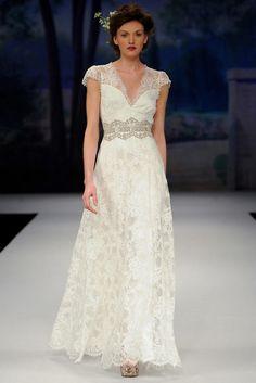 Découvrez la robe de mariée Claire Pettibone Brigitte disponible chez Plume Paris, boutique de robes de mariée à Paris
