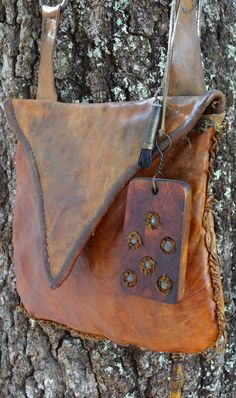 Contemporary Makers: Hunting Pouch by Joe Mills Leather Pouch, Leather Purses, Leather Bags, Leather Quiver, Shooting Bags, Black Powder Guns, Man Gear, Powder Horn, Longhunter