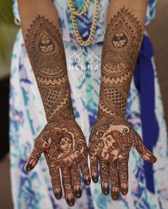 It's been almost exactly 2 years since I did Twisha's #weddingmehndi in #PlayaDelCarmen with this cute #radhakrishna design. I am still getting a lot of requests for this style. If you are interested in getting wedding mehndi by me please email. The first 5 mehndi inquiries for Mexico will receive a free gift from me (please have your date and venue confirmed to qualify for entry). Book now for 2016-2017 California and Mexico weddings! hennaloungesf@gmail.com 1 (415) 215 6901 Web…