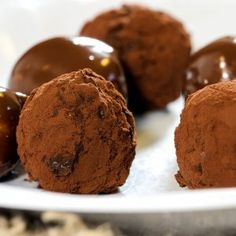 marsipankuler-med-sjokoladetrekk-rullet-i-kakao Baked Goods, Muffin, Treats, Baking, Breakfast, Sweet, Food, Kitchen, Diy