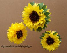 Tissue Paper Pom Pom / Sunflowers - Perfect Decorations for July , Summer Wedding, Birthday Party & Baby Shower Paper Sunflowers, Tissue Paper Flowers, Paper Poms, Papel Tissue, Giant Paper Flowers, Diy Flowers, Festa Frozen Fever, Sunflower Party, Flower Crafts