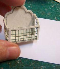Seguimos con el calendario y yo con el cartón... Vi una imagen en internet que me gustó y decidí miniaturizarla. Los materiales son cartul...