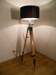 lampa statyw drewniany