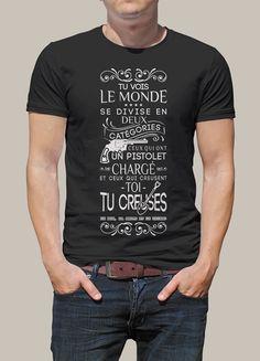 """Tee shirt personnalisé avec le marquage """"Tu vois, le monde se divise en deux catégories : ceux qui ont un pistolet chargé et ceux qui creusent. Toi, tu creuses."""" Pour tous les fans du film Le Bon, la brut et le Truand et les fans de Clint Eastwood."""
