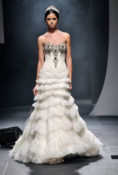 Dubai-based Filipino Michael Cinco designs this wedding dress. I doubt it's gonna be a possibility.I bet it'll be sky high expensive. Dubai Wedding Dress, Sheath Wedding Gown, Wedding Dress Cake, Bridal Wedding Dresses, Wedding Frocks, Wedding Dress With Feathers, Filipino Fashion, Red And White Weddings, Simple Wedding Gowns