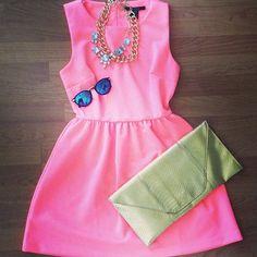 Pink dress, blue polarized sunglasses, & green snakeskin metallic clutch. www.ZaZumi.com