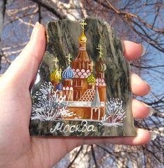 Магнит на холодильник из камня с росписью Москва сувенир из России - магнит на холодильник