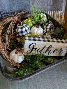 70 Best DIY Farmhouse Fall Decor Ideas On A Budget 67 70 A It's not quite fall yet, but autumn has definitely been on my mind. Bring that freshness to my favorite season on the planet, fall, and we've got ourselves a recipe for magic. Diy Home Decor Rustic, Country Farmhouse Decor, Fall Home Decor, Autumn Home, Farmhouse Style, Country Fall Decor, Farmhouse Ideas, Modern Farmhouse, Fall Kitchen Decor