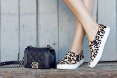 Trend Posting- Sneakers and How To wear Them Slip On Sneakers, Slip On Shoes, Sneakers Style, Shoes Sneakers, Leopard Slip On, Leopard Shoes, Zapatos Slip On, Look Fashion, Gifs