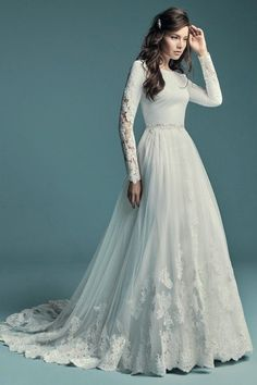 Lace wedding dress. All brides imagine finding the most suitable wedding, but for this they require the ideal wedding outfit, with the bridesmaid's dresses complimenting the brides-to-be dress. Here are a variety of tips on wedding dresses.