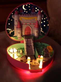 The light up castle Polly Pocket. I TOTALLY had this exact Polly pocket when I was little! 90s Childhood, My Childhood Memories, Sweet Memories, Retro Toys, Vintage Toys, Barbie, 80s Kids, Ol Days, The Good Old Days