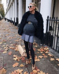 30 Show Stop Mutterschaft Outfits für diesen Winter maternity outfits Winter Maternity Outfits, Pregnancy Fashion Winter, Stylish Maternity, Maternity Dresses, Maternity Fashion, Fall Outfits, Fashion Outfits, Maternity Styles, Maternity Pictures