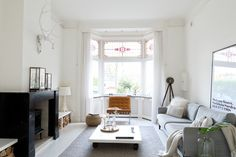 12 Living Room Curtain Ideas to Instantly Upgrade your Interior - The Trending House Living Room Windows, Home Living Room, Living Area, Rustic Chic Decor, Narrow House, Scandinavian Interior, First Home, New Homes, Furniture