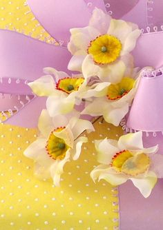 Carolyne Roehm's Exquisite Gift Wrapping with Vintage Flowers