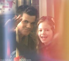 Jacob And Renesmee, Twilight Renesmee, Mackenzie Foy, Breaking Dawn Part 2, Taylor Lautner, Find Image, We Heart It, Couple Photos, Pairs