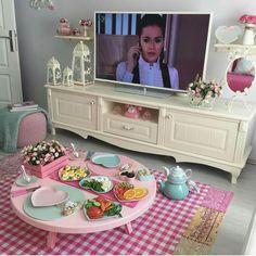Masa düzeni Interior Design Living Room, Living Room Decor, Bedroom Decor, Shabby Chic Kitchen, Shabby Chic Decor, Pastel Kitchen, House Plants Decor, Romantic Dinners, Little Girl Rooms