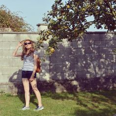 Un look cómodo para una tarde de desfile de carrozas ;) www.ideassoneventos.com #ideassoneventos #imagenpersonal #imagen #moda #ropa #looks #vestir #fashion #outfit #ootd #style #tendencias #fashionblogger #personalshopper #blogger #me #streetstyle #postdeldía #blogsdemoda #instafashion #instastyle #instalife #instagood #instamoments #job #myjob #currentlywearing #clothes #casuallook #navysombrero