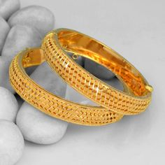 Cleaner For Gold Jewelry Gold Bangles Design, Gold Jewellery Design, Designer Bangles, Designer Jewelry, Gold Kangan, Gold Mangalsutra Designs, 18k Gold Jewelry, Jewlery, Jewelry Model