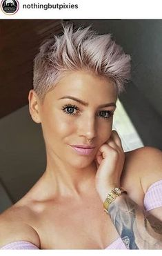 """How to style the Pixie cut? Despite what we think of short cuts , it is possible to play with his hair and to style his Pixie cut as he pleases. For a hairstyle with a """"so chic"""" and pointed… Continue Reading → Short Pixie Haircuts, Pixie Hairstyles, Cool Hairstyles, Ladies Hairstyles, Cute Pixie Cuts, Blonde Pixie Cuts, Pixie Cut Color, Platinum Blonde Pixie, Blonde Hair"""
