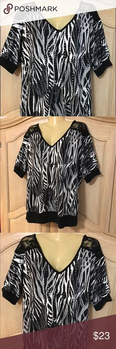 Designer fashion bug blouse Blouse with medium sleeves and v neckline beautiful stamped in black ,silver and white with small sequins size 0x =20w Fashion Bug Tops Blouses