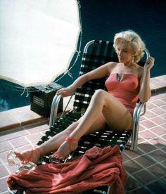 Marilyn at Harold Llloyd's home in 1953.