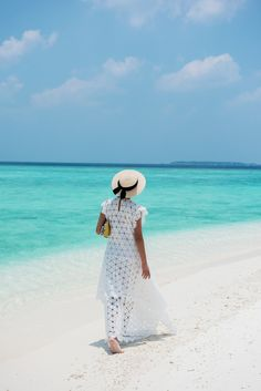 Nicole Warne in a Thurley 'Lucinda' Lace Dress - Maldvies Amilla Fushi Beach Holiday Outfits, Kinds Of Clothes, Clothes For Women, Beach Best Friends, Princess Style Wedding Dresses, Gary Pepper Girl, Beach Relax, Summer Beach, Summer Time