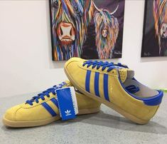 Steve Brown artwork acts as the backdrop for these gorgeous Londons in Malmo colourway