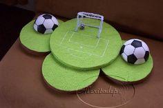 Maqueta+para+cumpleaños+infantil+de+futbol Soccer Birthday Parties, Hockey Party, Football Birthday, Sports Party, Birthday Party Themes, Soccer Decor, Soccer Theme, Football Themes, Barcelona Party