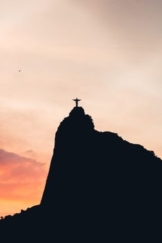 Black And White Silhouette Of Christ The Redeemer Color Palette. Cali Colombia, Bolivia, Christ The Redeemer Statue, Honduras, Ecuador, History Articles, Ruined City, Desert Colors, Giza