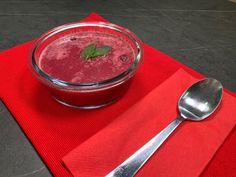 Osviežujúca letná polievka z čerešní Pudding, Tv, Desserts, Food, Tailgate Desserts, Deserts, Custard Pudding, Television Set, Essen