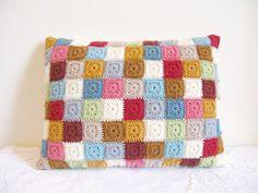 Crochet cushion cover...  Cubierta a crochet para cojín...