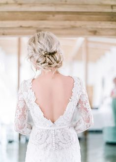 Gallery: low chignon bridal wedding hairstyle and backless wedding dress - Deer Pearl Flowers