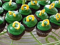 Cupcakes perfect for any tailgate. Go Ducks!