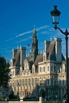 Picture/photo : Street lamp and Hotel de Ville, afternoon. Paris Travel, France Travel, Places Ive Been, Places To Visit, Flights To Paris, London History, Visit France, I Love Paris, Provence France