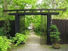 Natural Japanese Fence Design Black Japanese Fence Design With Nice Potted Plants For Decorative Home Entrance Modern Japanese Garden, Japanese Fence, Japanese Garden Plants, Japanese Gardens, Japanese Garden Landscape, Asian Landscape, Japanese Style, Garden Entrance, Entrance Gates