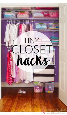 Brilliant Lifehacks, um Ihren kleinen Schrank zu organisieren Brilliant Lifehacks to Organize Your Tiny Closet – Not all of us can afford to have spacious closets for all their garments and stuff. In fact most of us have to make do with something smaller Small Closet Organization, Closet Storage, Organize Small Closets, How To Organize Your Closet, Clothing Organization, Wardrobe Storage, Clothing Racks, Bedroom Organization, Bedroom Storage