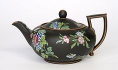 Teapot Made by the Wedgwood factory c. 1820