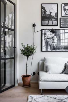 Beautiful Black And White Interior Design Living Room Décor Ideas 07 White Interior Design, Scandinavian Interior Design, Home Interior, Home Living Room, Interior Design Living Room, Luxury Interior, Scandinavian Fashion, Apartment Interior, Studio Apartment