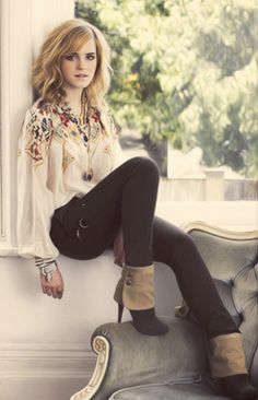 Lovinn the HAAIIIRR and the outfit. Emma Watson is just perfect <3