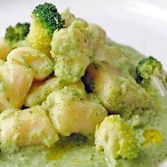 Gnocchetti di ricotta, saltati con salsa al parmigiano su crema di broccoli siciliani