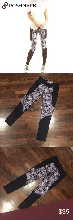 Lou & Grey Form Etchblock Leggings These fit true to size and are really comfortable. They are stretchy and have a small pocket on the waistline. They are new, haven't been worn out, just to try on. Lou & Grey Pants Leggings