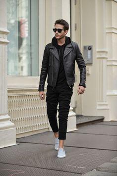 i am galla black hoodie mens street style Mens Fashion Blog, Latest Mens Fashion, Mens Fashion Suits, Men's Fashion, Fashion Spring, Fashion Styles, Fashion Trends, Fashion Guide, Fashion Photo