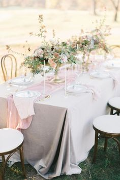 La Tavola Fine Linen Rental: Velvet Beige | Photography: Elizabeth Fogarty, Event Planning: Pop The Cork Designs, Floral Design: Holly Heider Chapple Flowers LTD, Rentals: Something Vintage Rentals