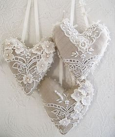 lace on linen hearts closet and drawer sachet ideas. Sewing Crafts, Sewing Projects, Fabric Hearts, Paper Hearts, Lace Heart, I Love Heart, Heart Beat, Hanging Hearts, Linens And Lace