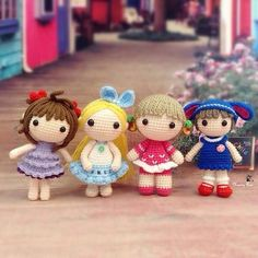 Happy Sunday  4 sweetie dollies are going put to play