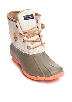 The Saltwater is a duck boot inspired, wet weather boot. Featuring a micro-fleeced lining to provide extra warmth under foot, the Saltwater has rawhide laces with rust proof eyelets for a secure fit. With a waterproof rubber bottom for traction, the Saltwater is perfect for wet weather days.