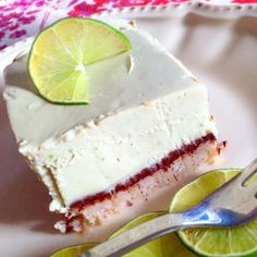 No Bake Lemon Cake! Dieser leckere Fruchtkuchen ist bestens geeignet für Veganer Paleos Low Carber und Ketos! Probiert ihn doch einfach selbst einmal aus und überzeugt Euch von seinem leckeren Caipirinha Geschmack :-D
