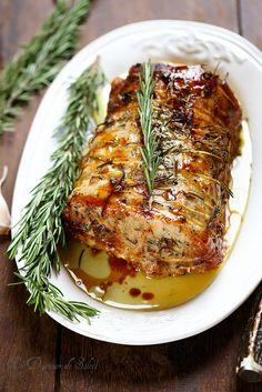 Rôti de porc comme en Toscane (ail, romarin et huile d'olive) Roast pork as in Tuscany (garlic, rosemary and olive oil) Healthy Crockpot Recipes, Pork Recipes, Cooking Recipes, Roasted Meat, Carne Asada, Pork Roast, Healthy Dinner Recipes, Food Inspiration, Italian Recipes